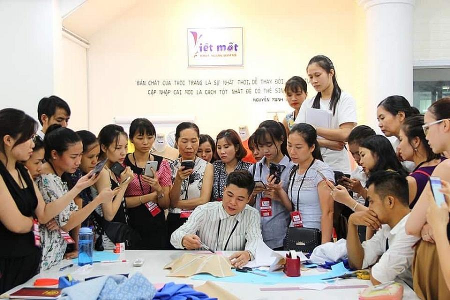 Giám đốc trẻ Việt Mốt và hành trình theo đuổi đam mê thời trang