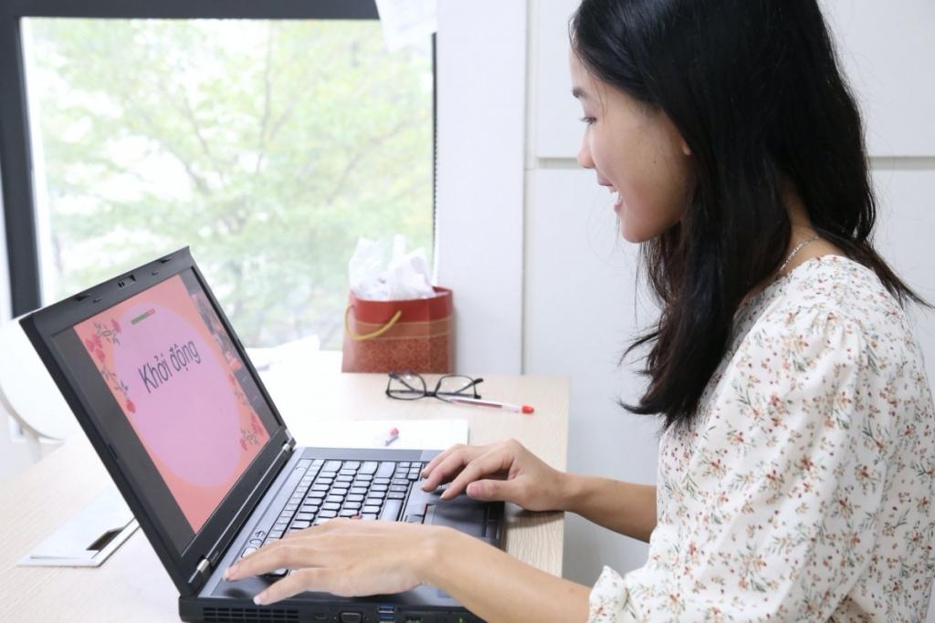 Học sinh lớp 12 ở Hà Nội làm bài kiểm tra khảo sát trực tuyến