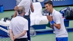 Djokovic lên tiếng xin lỗi sau sự cố đánh bóng vào mặt trọng tài