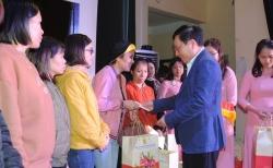 Phó Thủ tướng Phạm Bình Minh tặng quà Tết tại Hải Dương