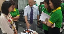 Bác sĩ Nhật hướng dẫn trị liệu chấn thương cho Học viện bóng đá NutiFood JMG